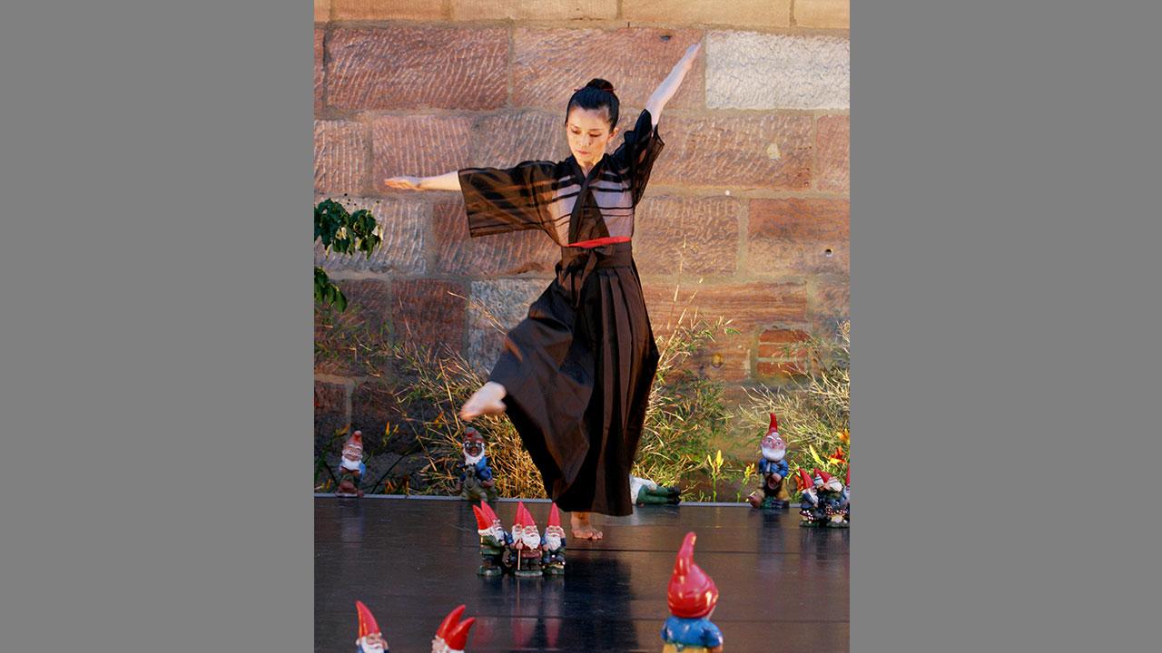 Dancing with Dwarves, Choreographie Susanna Curtis, Kunsthalle Nuernberg, 2006